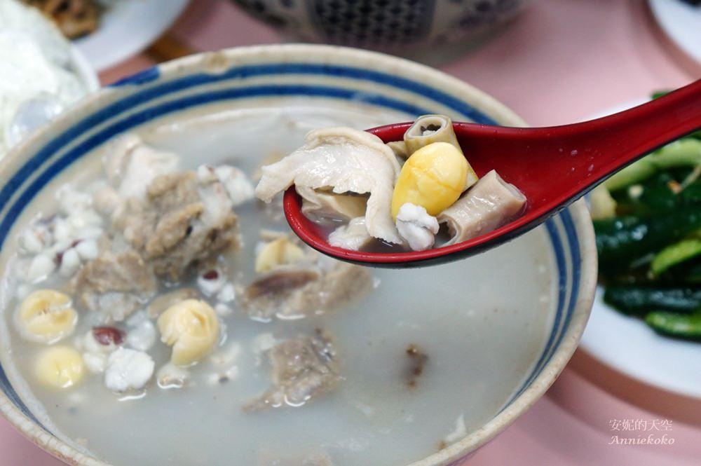 20181022153953 87 - [新竹湖口美食]老五鹹粥 就讓我膽固醇破表吧 沒在客氣的霸氣大龍蝦海鮮粥  走紅多年的波霸滷肉飯果然名不虛傳 小菜員工餐樣樣經典