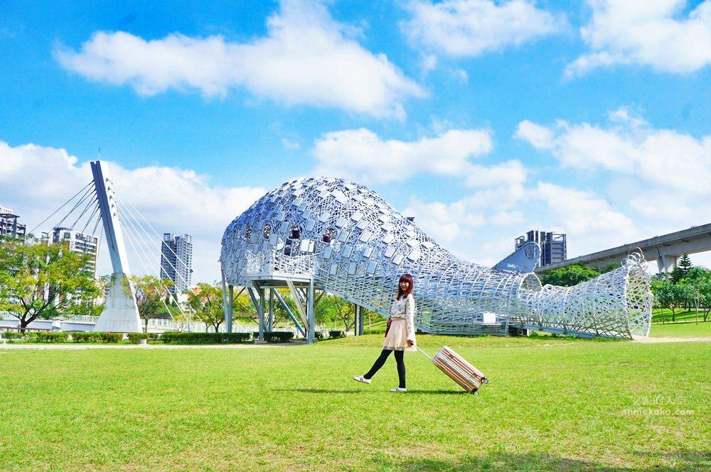 20181114232322 9 - [桃園景點]青塘園地景  乘載著夢想的桃機一號  超萌的送子鳥送來幸福 還有適合野餐的大草原