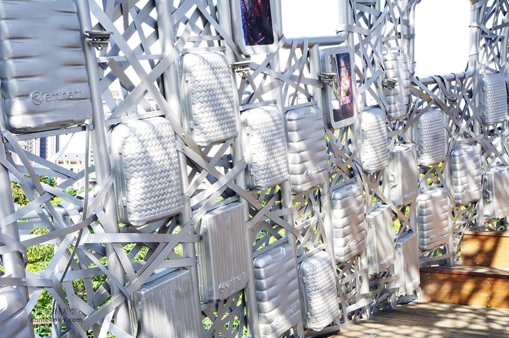 20181114232420 39 - [桃園景點]青塘園地景  乘載著夢想的桃機一號  超萌的送子鳥送來幸福 還有適合野餐的大草原