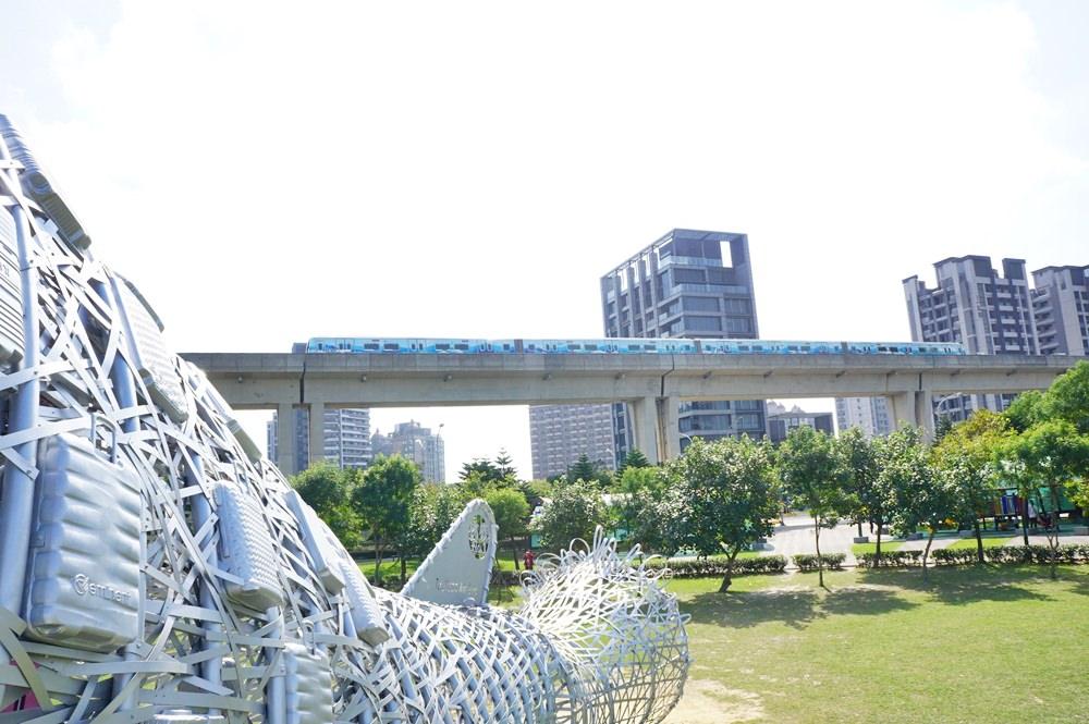 20181114232425 44 - [桃園景點]青塘園地景  乘載著夢想的桃機一號  超萌的送子鳥送來幸福 還有適合野餐的大草原
