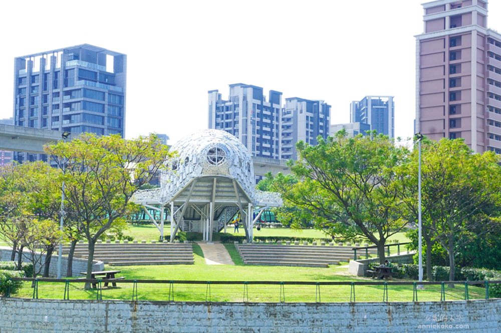 20181114232446 43 - [桃園景點]青塘園地景  乘載著夢想的桃機一號  超萌的送子鳥送來幸福 還有適合野餐的大草原