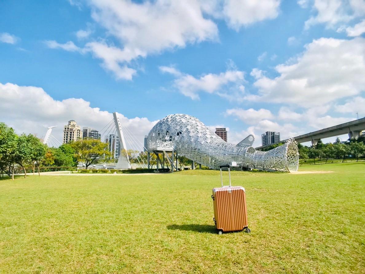 20181114232543 60 - [桃園景點]青塘園地景  乘載著夢想的桃機一號  超萌的送子鳥送來幸福 還有適合野餐的大草原
