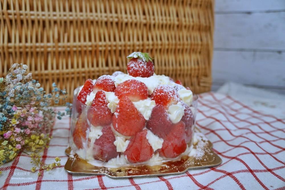 20181230195200 77 - [新莊甜點]浮誇系草莓聖代蛋糕 免排隊搭捷運來就買得到 新莊老店日月香蛋糕店