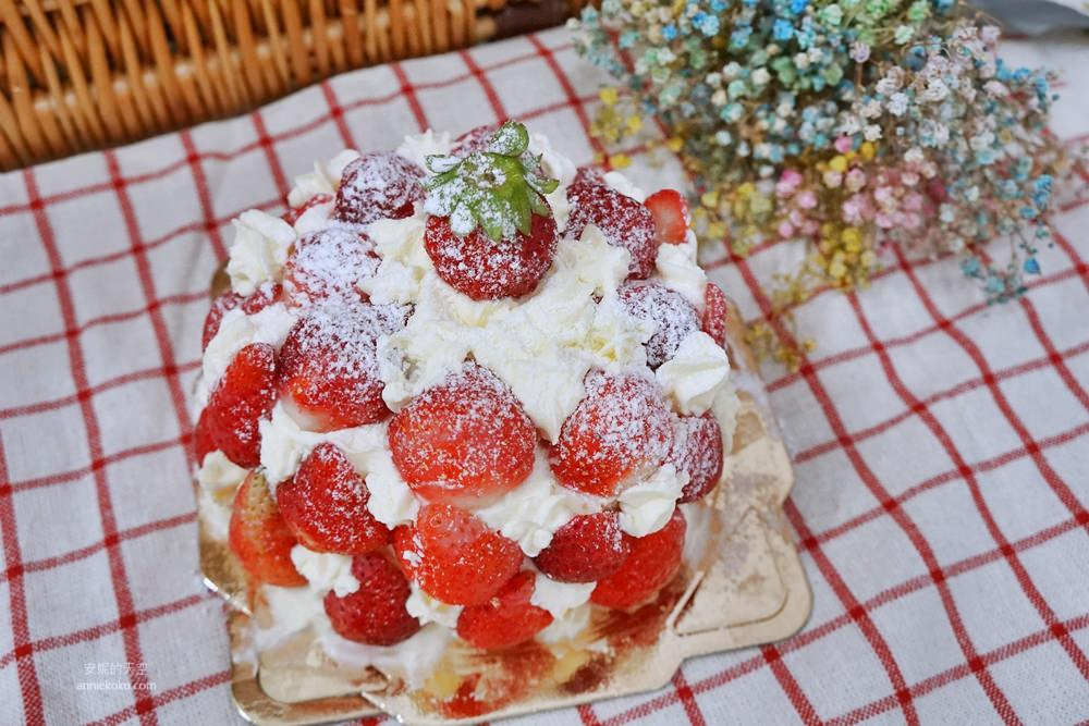20181230195233 35 - [新莊甜點]浮誇系草莓聖代蛋糕 免排隊搭捷運來就買得到 新莊老店日月香蛋糕店