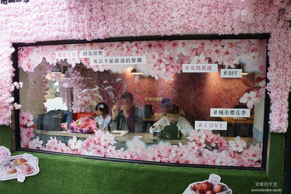 20190302171543 67 - 7-ELEVEN櫻花特色門市 台北兩間門市一次報給你 粉紅玫瑰花牆 櫻花用餐區 浪漫櫻花鞦韆