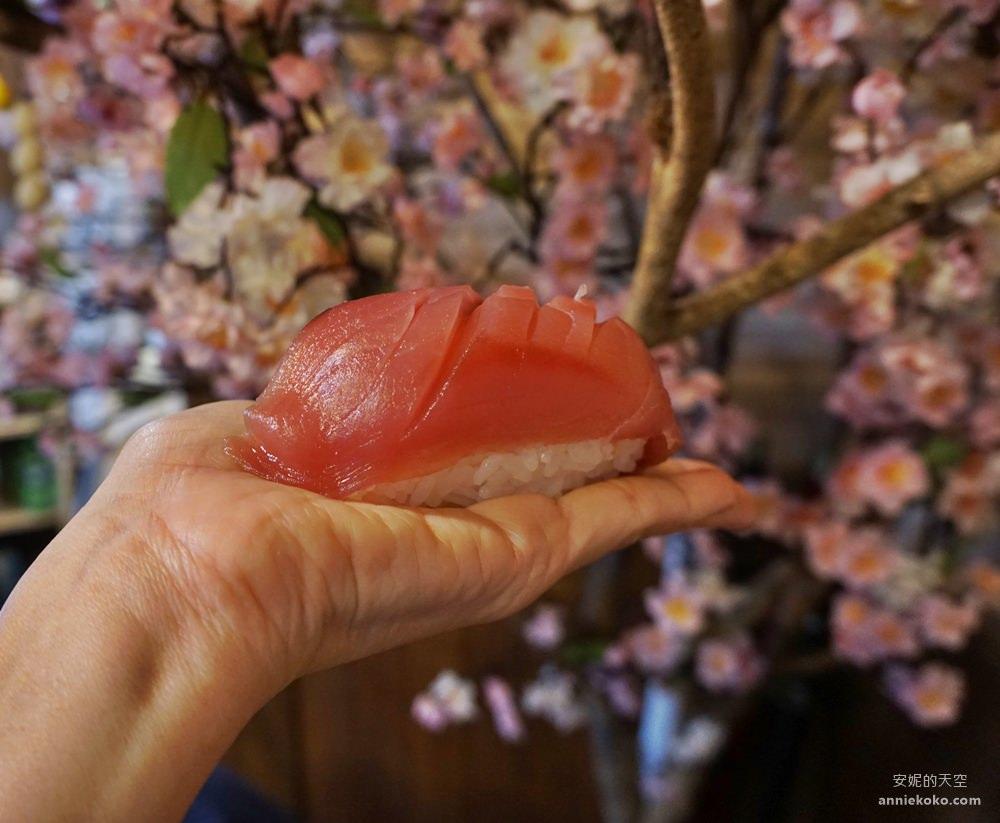 20190428020342 18 - 板橋美食 坐一下吧溫暖小酒館 超強巨人國握壽司 沒排個一小時是吃不到的喔