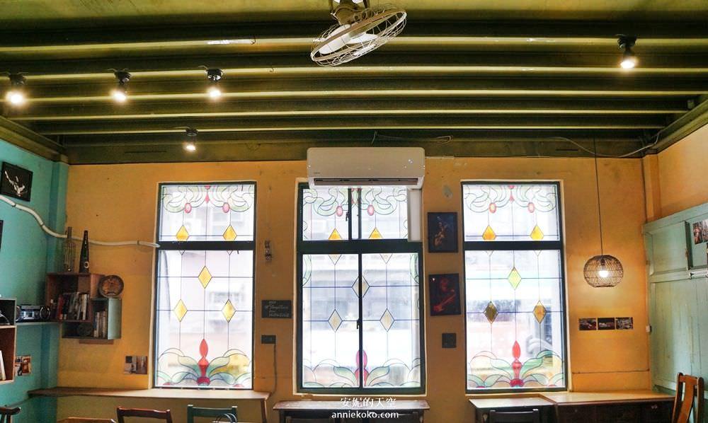 20190528153758 88 - [大稻埕 樓梯好陡steepstairs] 城市裡的二樓咖啡館 乘載著舊時光的老屋 內有萌系店犬陳英俊