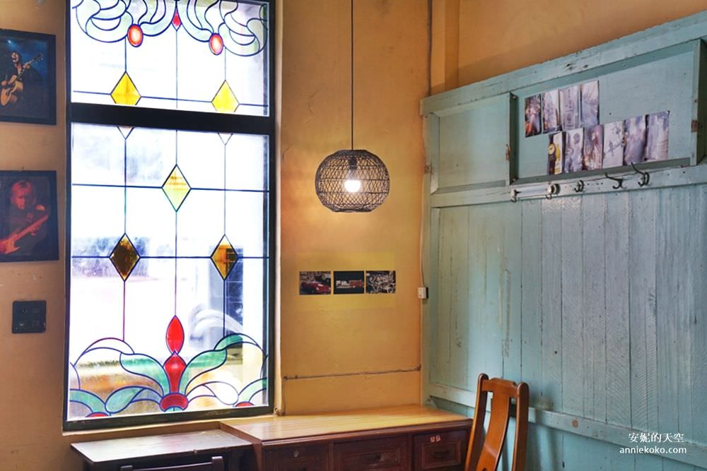 20190528153806 62 - [大稻埕 樓梯好陡steepstairs] 城市裡的二樓咖啡館 乘載著舊時光的老屋 內有萌系店犬陳英俊