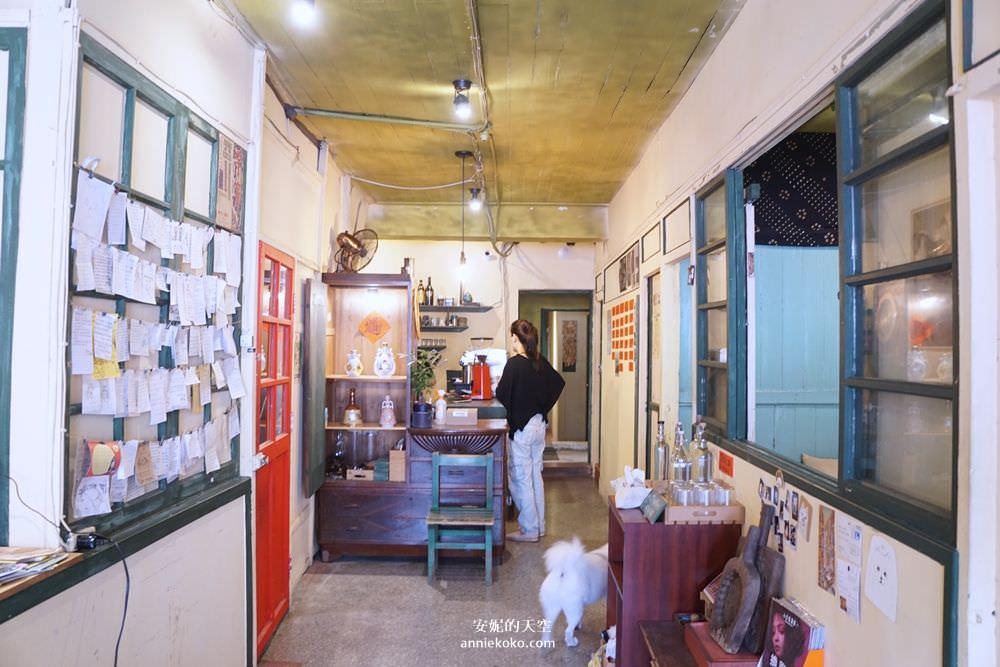 20190528153820 28 - [大稻埕 樓梯好陡steepstairs] 城市裡的二樓咖啡館 乘載著舊時光的老屋 內有萌系店犬陳英俊