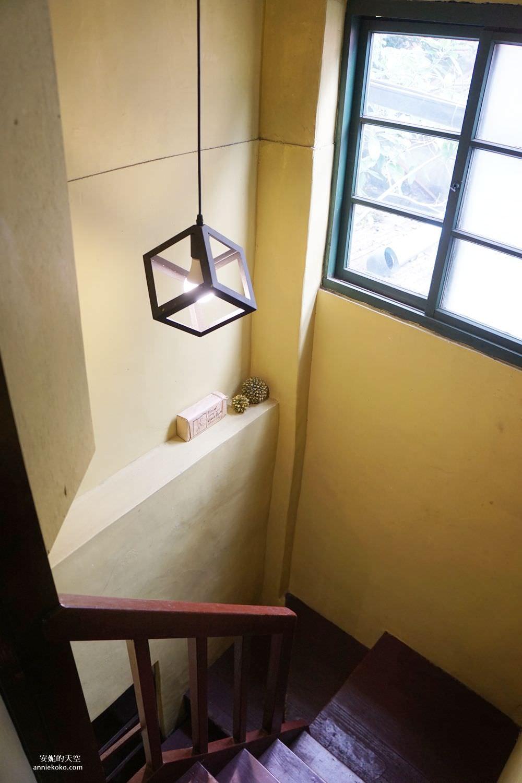 20190528153919 35 - [大稻埕 樓梯好陡steepstairs] 城市裡的二樓咖啡館 乘載著舊時光的老屋 內有萌系店犬陳英俊