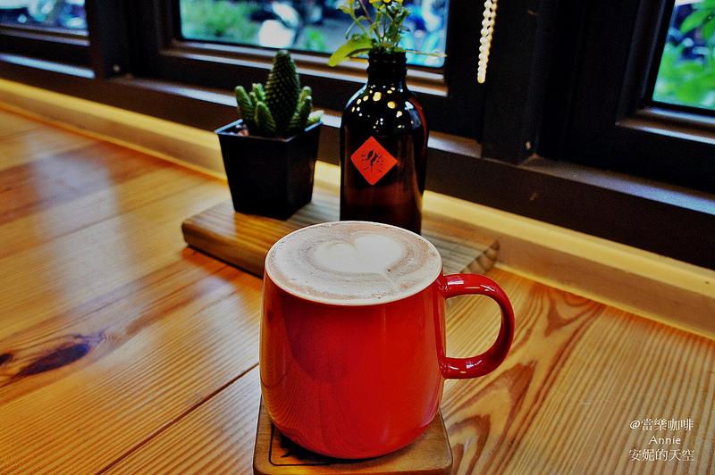 [板橋車站美食 當樂咖啡] 巷弄轉角玻璃屋 懷舊與現代的交融空間  早午餐 燉飯 義大利麵 燉菜系列